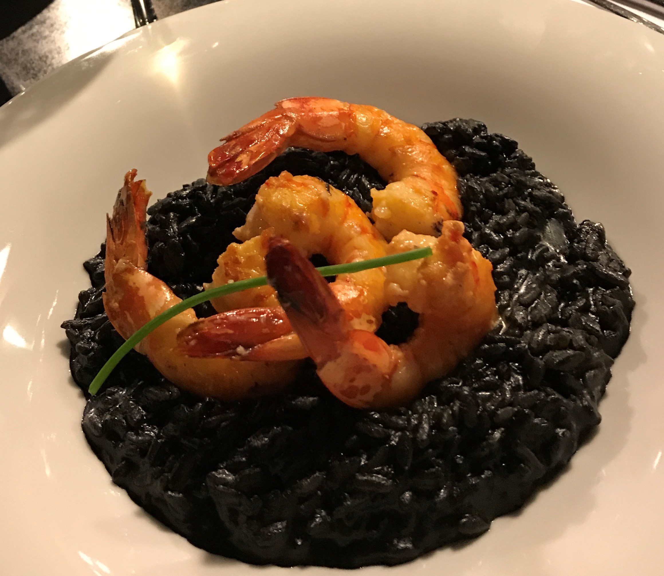 scampi's met black risotto
